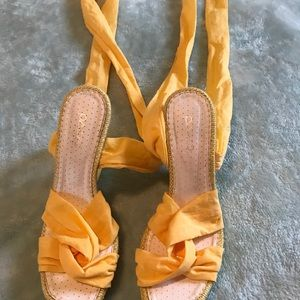 Shoe tie up sandal yellow size 6